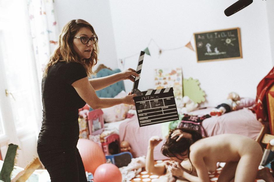 Порно фильм я за тобой наблюдаю, он трахнул ее секс игрушкой