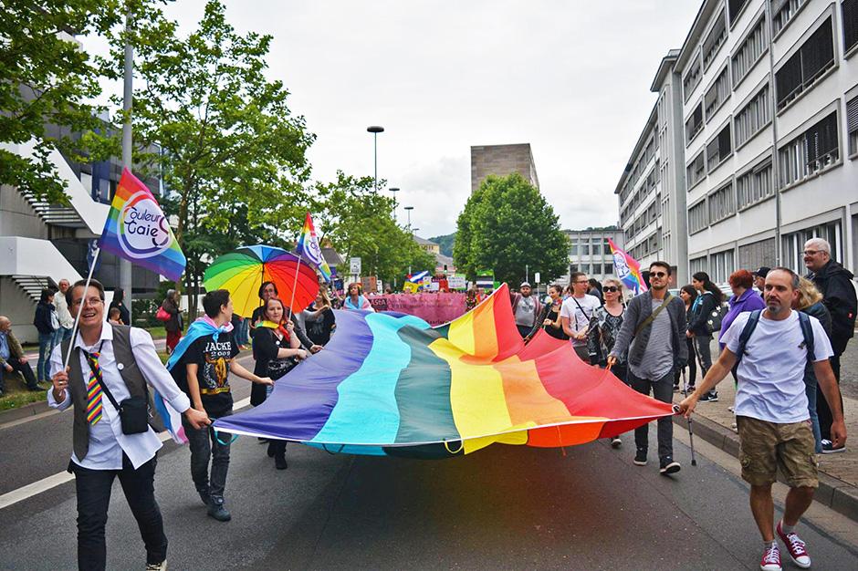 В азербайджане много транссексуалов